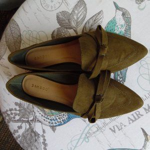 NWOT Vegan Suede Olive Pointed-Toe Bow Loafers, 7